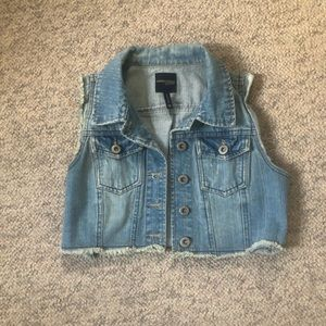 Cropped short sleeve denim jacket